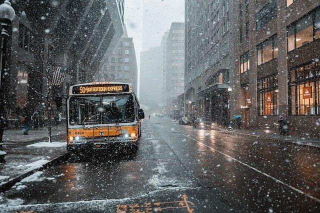 sněží na autobus