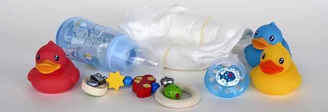 hračky kojenecká láhev pleny dudlík