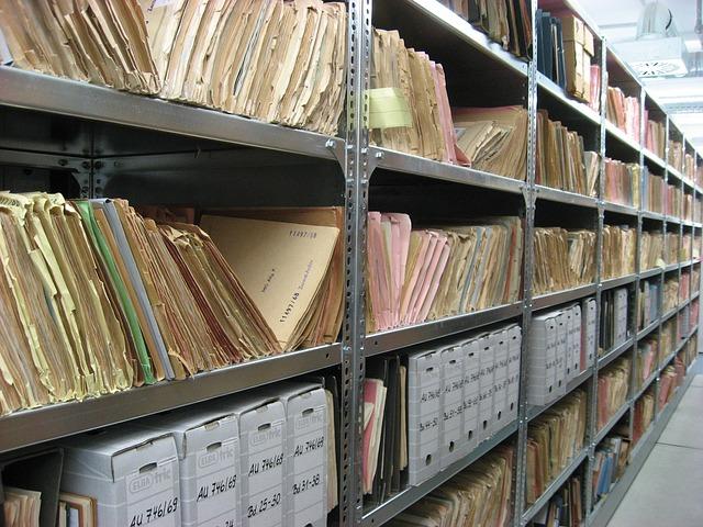regály v archivu