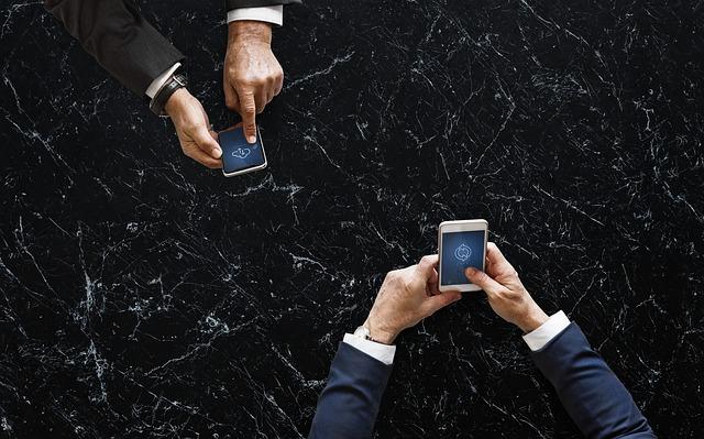 ruce s mobilama