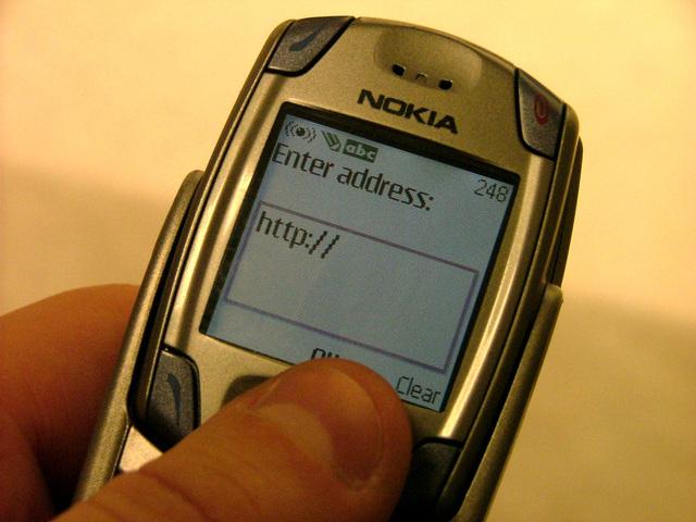 zadávání internetové adresy na mobilu
